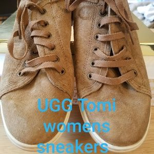 UGG Women's Tomi Sneakers Chesnut Color
